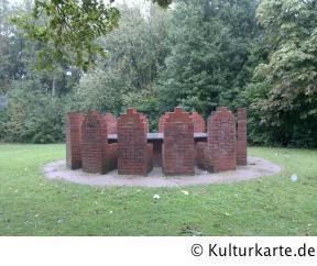 Tisch mit 12 Stühlen in Hamburg auf Kultur